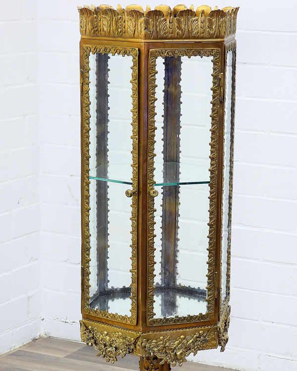 vitrine cabinet de curiosites style louis xv baroque en laiton ebay. Black Bedroom Furniture Sets. Home Design Ideas